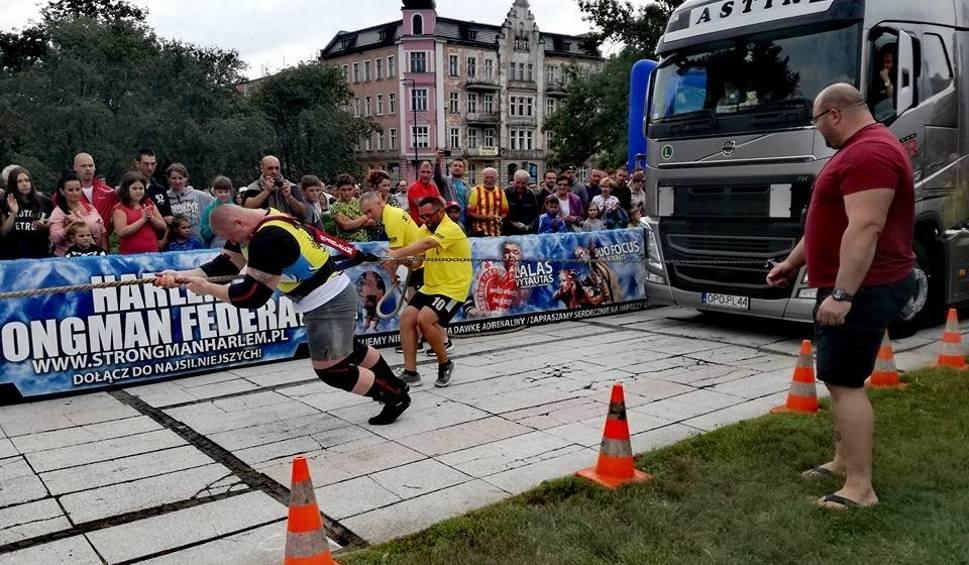 Film do artykułu: Strongmani rywalizują w centrum Opola