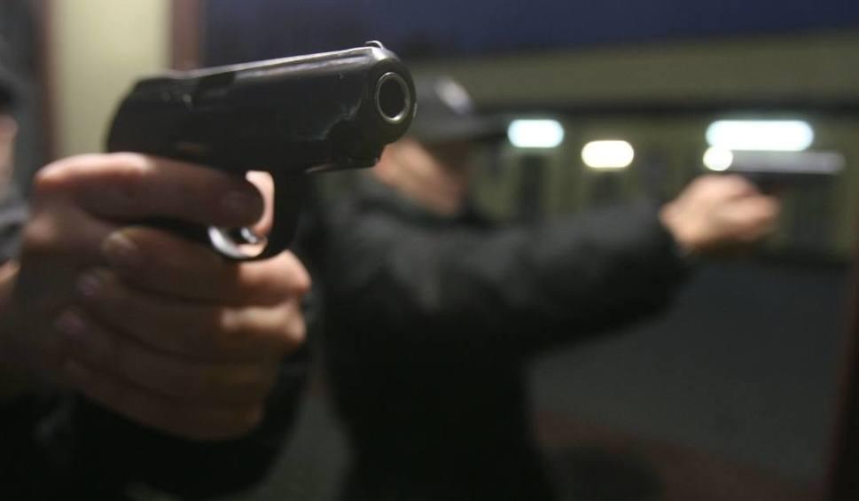 Film do artykułu: Police: W komendzie policji padł strzał. Broń trzymał policjant