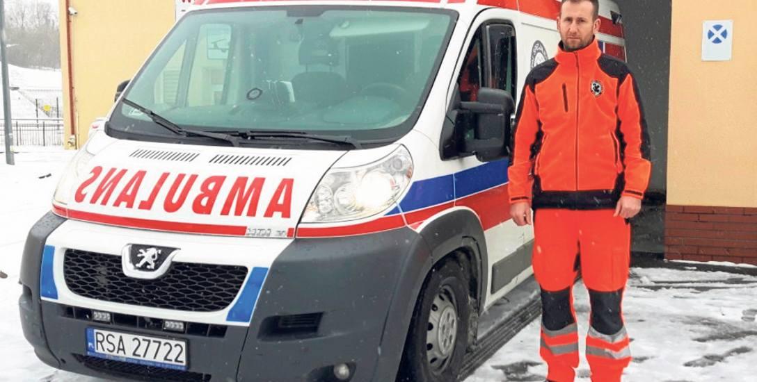 Kierowca karetki z Sanoka po pięciu dniach dowiedział się, że jadąc na sygnale z krwią dla pacjenta przyczynił się do spowodowania kolizji. Teraz o swoje
