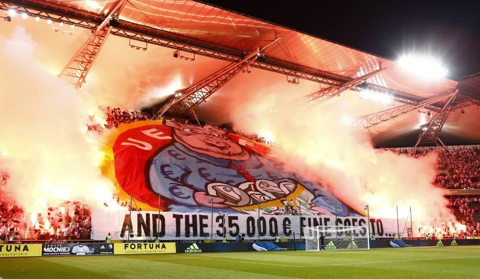 """Film do artykułu: UEFA znów została """"bohaterką"""" kibiców Legii"""