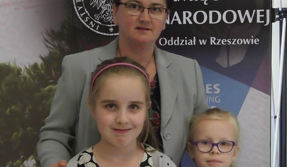 Film do artykułu: Uczennice podstawówki ze Stalowej Woli namalowały historię dziadków i wygrały konkurs