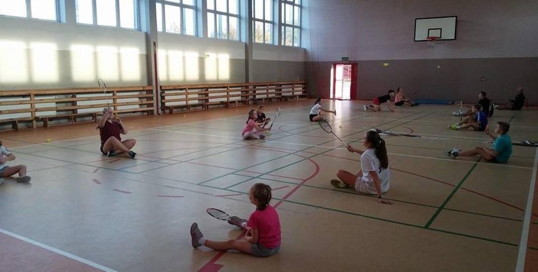"""Sulęciński Klub Badmintona ,,Badminton4all"""" od lat za darmo trenował na sali."""