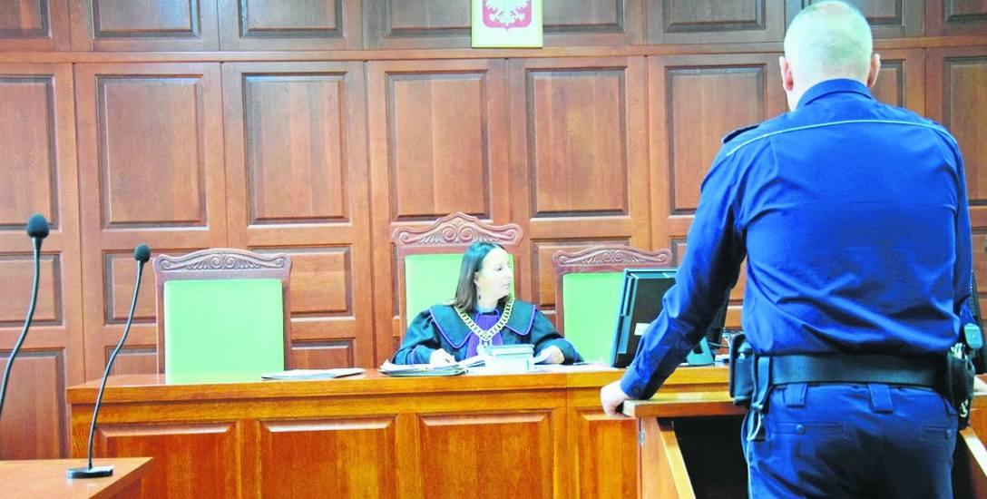 Przed rawskim sądem w kolejnej rozprawie z udziałem braci W. z gminy Kowiesy przesłuchano między innymi policjanta oraz pracownice opieki społecznej