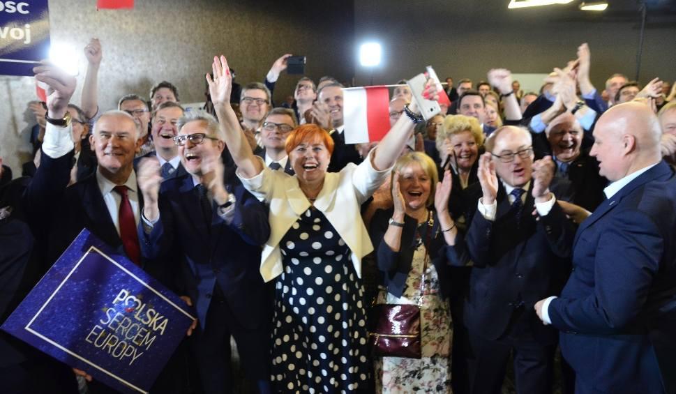 Film do artykułu: Wybory do Parlamentu Europejskiego: PiS świętuje wygraną. Wielka radość po zwycięstwie [WYNIKI]