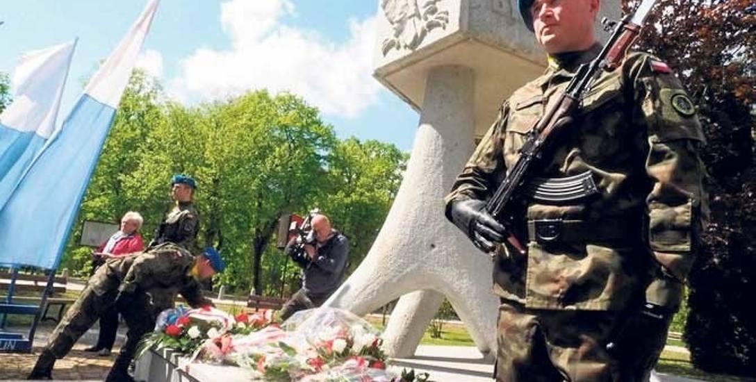 Tradycyjna uroczystość miejska została zorganizowana przed pomnikiem Byliśmy - Jesteśmy - Będziemy