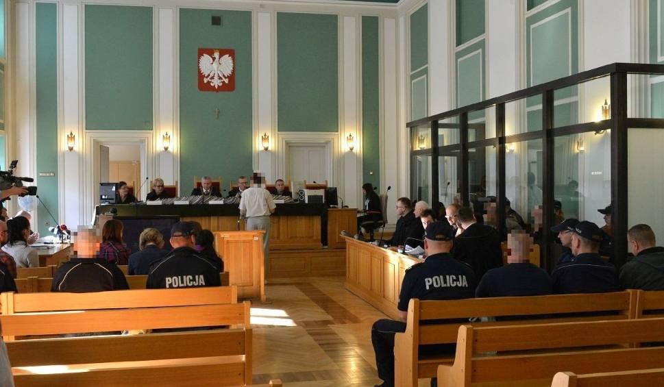 Film do artykułu: Świętokrzyskie. Sześć ofiar, siedmiu oskarżonych - proces o zabójstwa sprzed lat (WIDEO, zdjęcia)