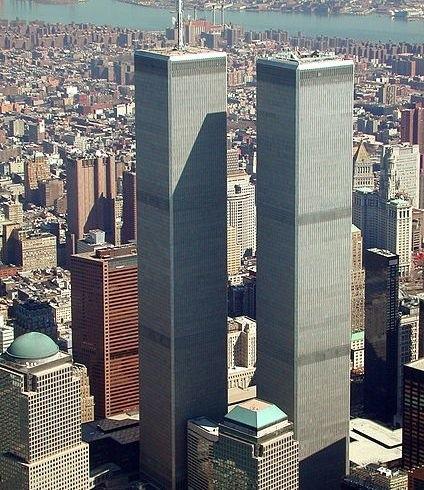 Widok na wieże WTC w marcu 2001