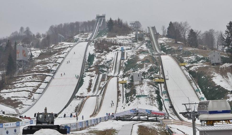 Film do artykułu: Skoki narciarskie Puchar Świata 2019/2020 terminarz. Kiedy konkursy w Lahti? Kalendarz PŚ w skokach 2020 [25 02]