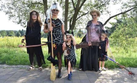 Wiedźmy i czarownice zawładnęły deptakiem w Babicach. Ich kostiumy były przerażające [ZDJĘCIA, WIDEO]