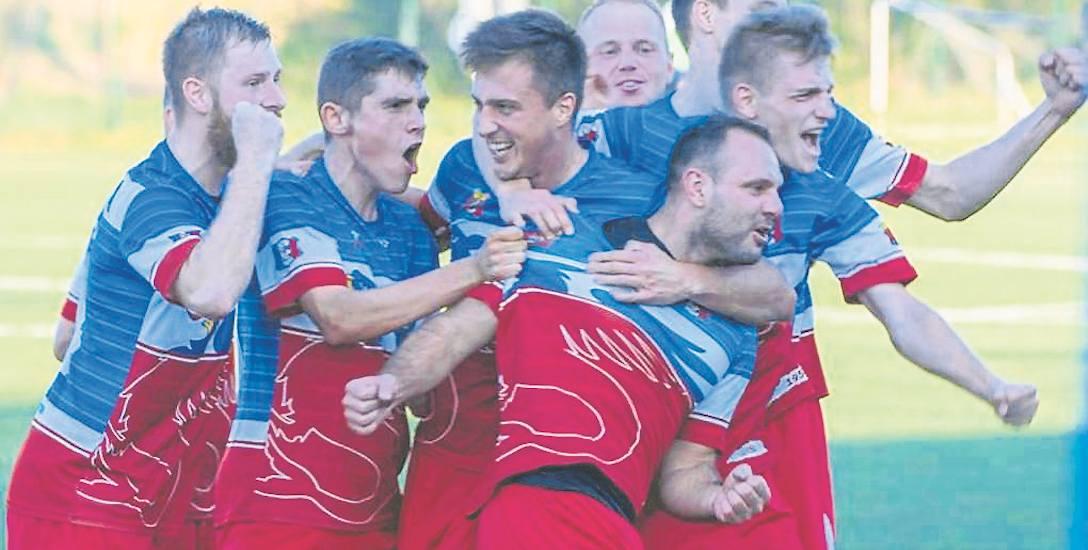 Radość piłkarzy Darłovii po kolejnym golu w meczu z Astrą