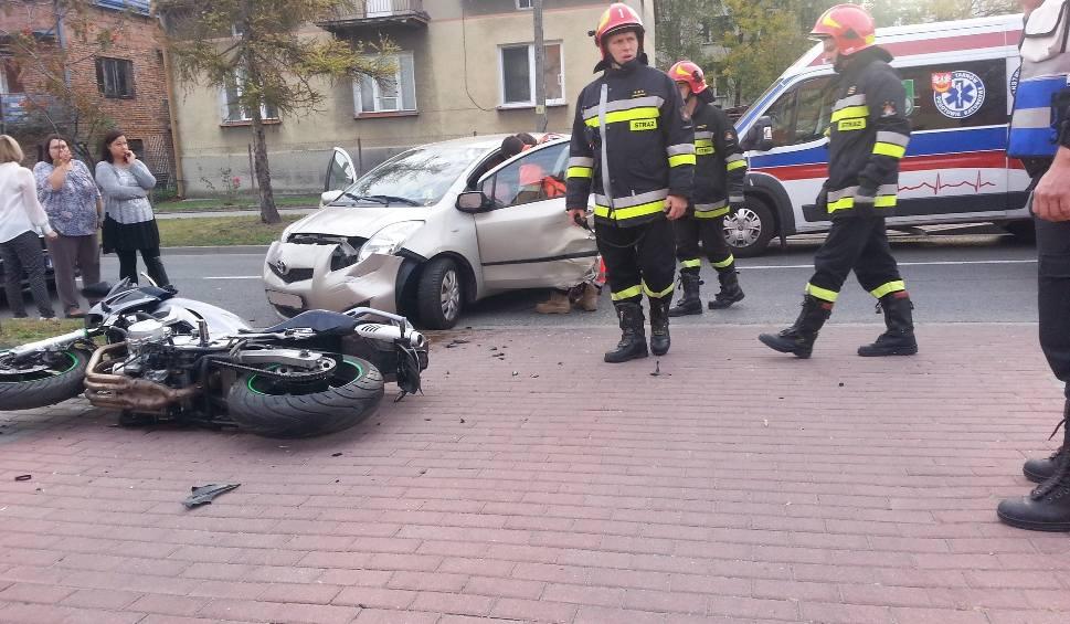 Film do artykułu: Tarnów. Wypadek na al. Piaskowej. Ucierpiał motocyklista