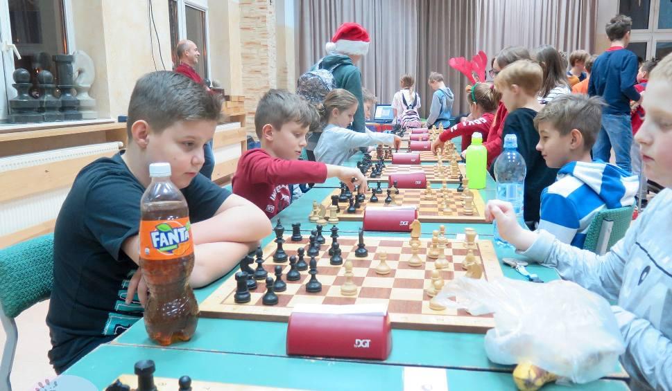 Film do artykułu: Mikołajkowe turnieje w Ogrodzie Jordanowskim. Rządziły szachy i tenis stołowy