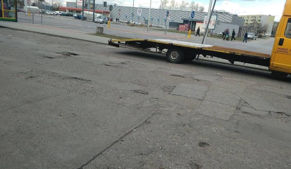 """Film do artykułu: Rozpoczyna się remont parkingu przy """"piątce"""" na Ogrodach. To część ogromnego projektu rewitalizacji Ostrowca"""