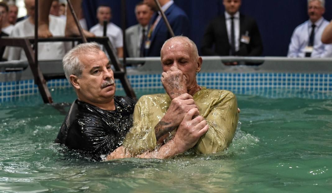 Chrzest świadków Jehowy Na Mtp W Poznaniu Trwa Kongres