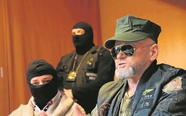 Detektyw Krzysztof Rutkowski, który po pościgu samochodowym zatrzymał Wiolettę J. , zorganizował konferencję prasową, na której przedstawił kolejne osoby