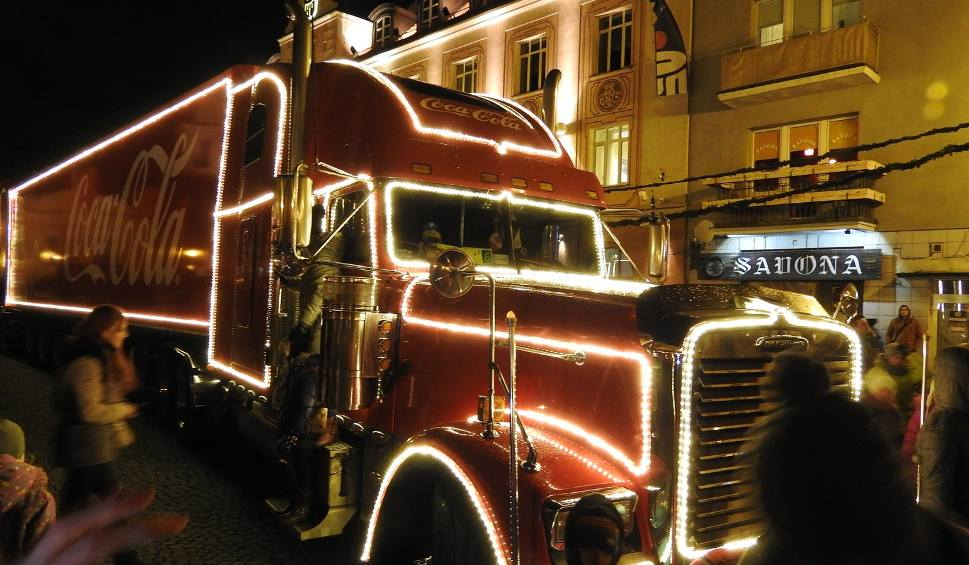 Film do artykułu: Ciężarówka Coca-Coli. Tłumy na wydarzeniu (zdjęcia, wideo)