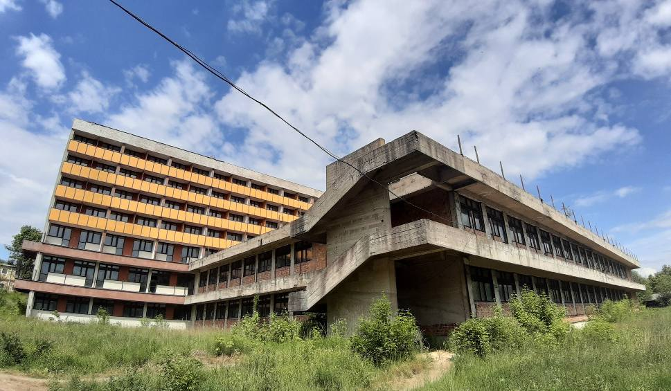 Film do artykułu: Weszliśmy do niedokończonego sanatorium w Nałęczowie. Zobacz zdjęcia