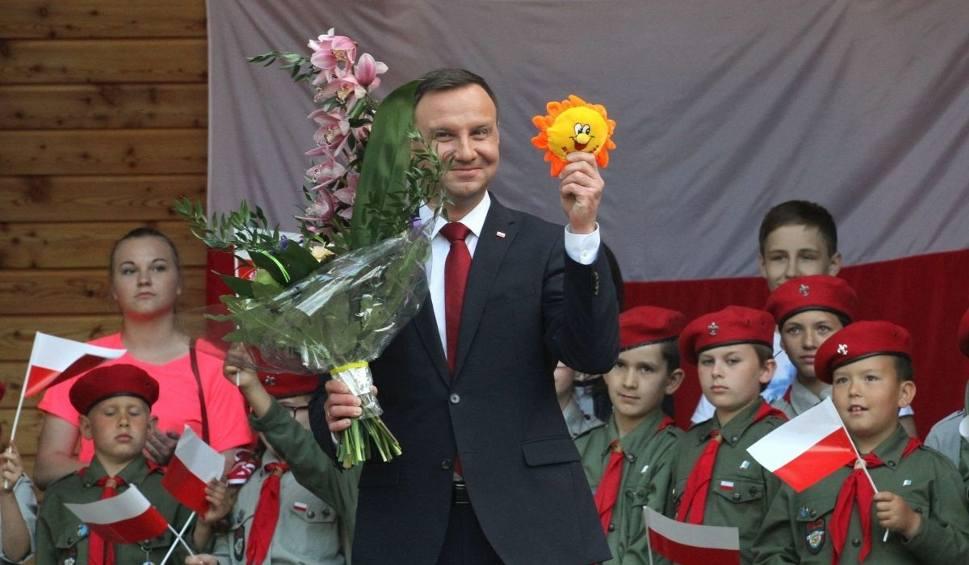 Film do artykułu: Kulisy wizyty prezydenta Andrzeja Dudy w Busku. Były filmiki i prezenty (WIDEO)