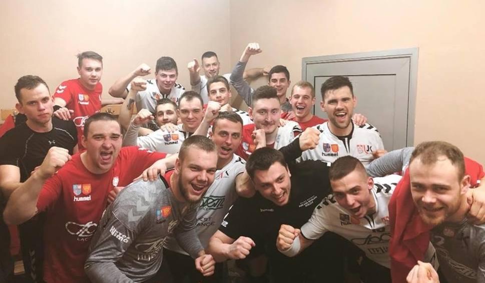 Film do artykułu: 2. liga piłkarzy ręcznych. AZS UJK Społem Kielce wygrał w Bochni po zaciętym meczu