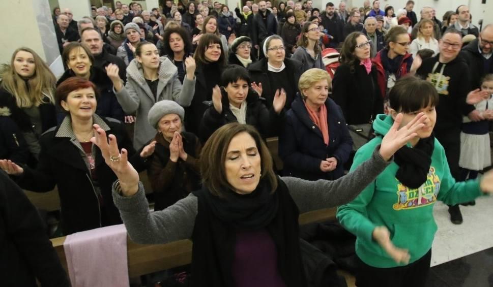 Film do artykułu: W Kielcach tłumy uwielbiały Boga z Marią Vadia