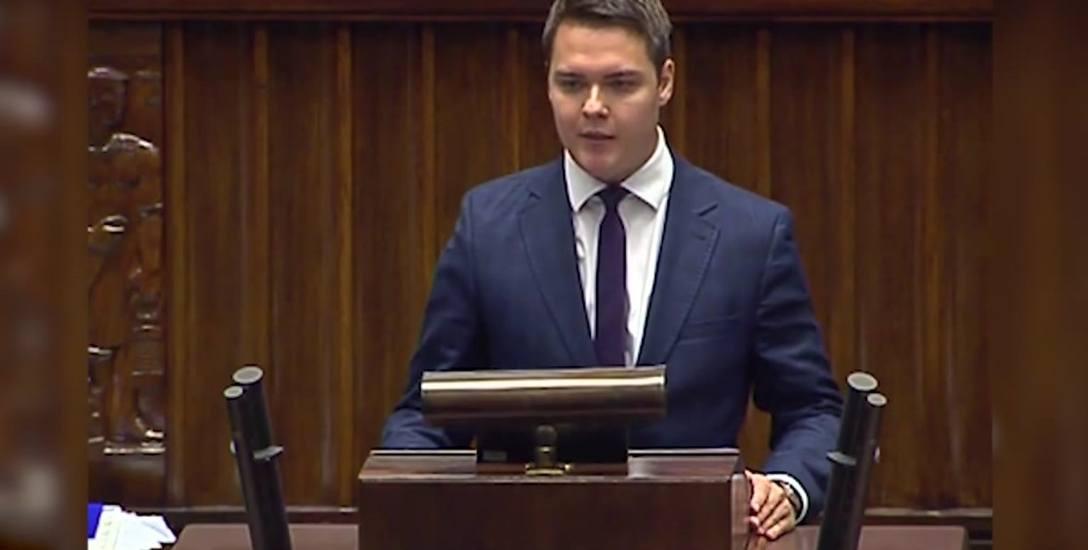 Łukasz Rzepecki (PiS) jest najmłodszym posłem. Swoim sprzeciwem wobec opłaty paliwowej zaskoczył i swoich, i opozycję
