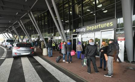 Pasażerowie chcący polecieć z Łodzi do Londynu, mogli to zrobić dopiero następnego dnia, czyli w sobotę, 16 lutego. Linie lotnicze zorganizowały dodatkowy