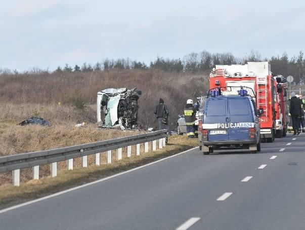 W środę, 10 lutego około 13.30 na obwodnicy Ośna Lubuskiego doszło do zderzenia trzech samochodów osobowych i busa. W wypadku zginęła jedna osoba, a