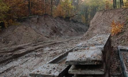 Po obiekcie Granit została tylko dziura w skarpie. Bunkier mógł być turystyczną atrakcją, został jednak wyburzony.