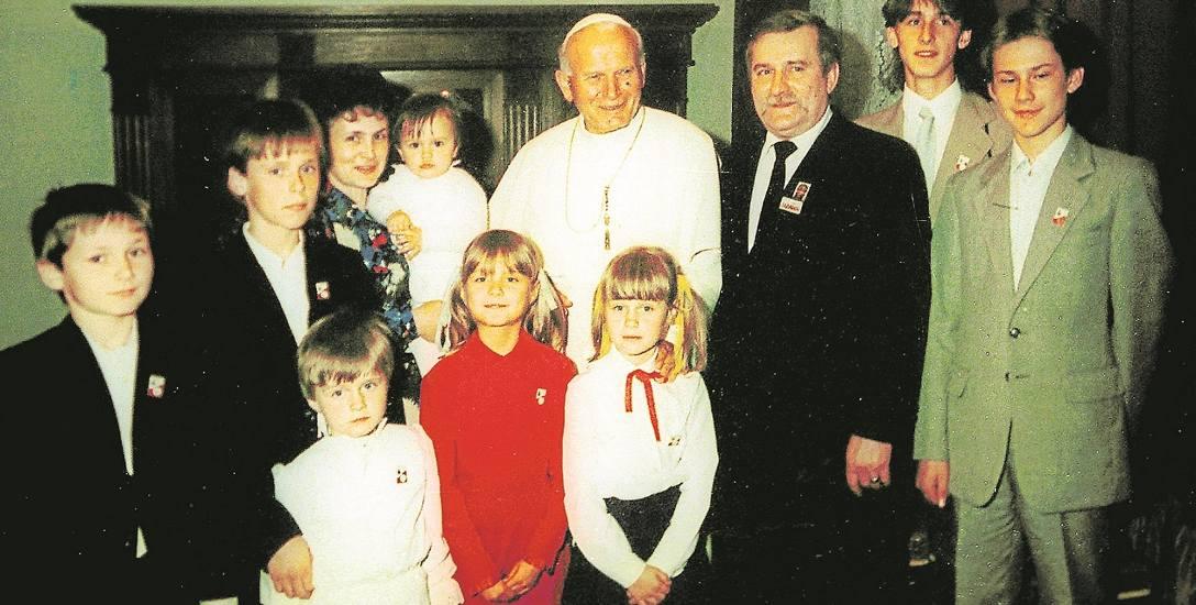 Rodzina Wałęsów stoi murem za liderem Solidarności