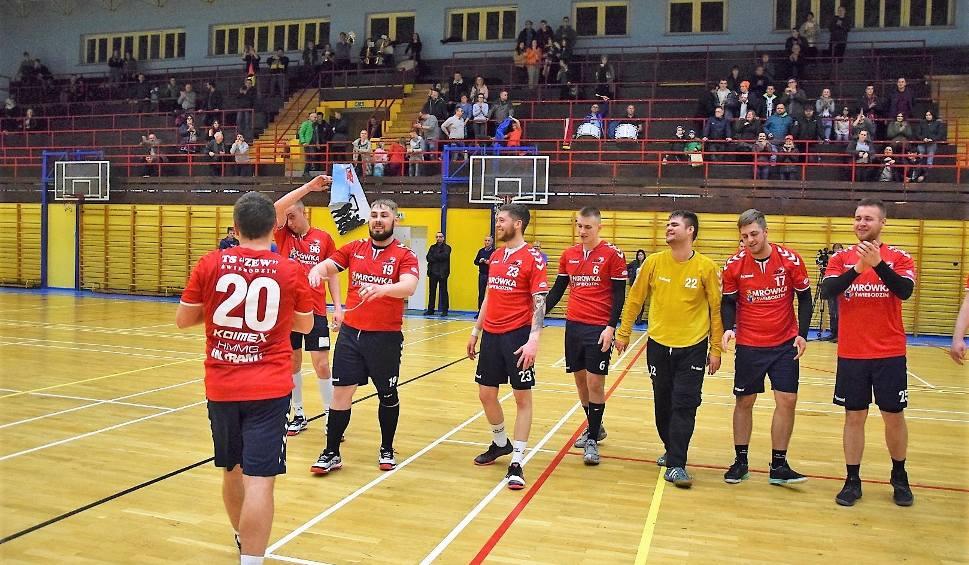 Film do artykułu: W grupie dolnośląskiej II ligi Zew Świebodzin pokonał w 20. kolejce rywali z Moto-Jelcz Oława [ZDJĘCIA]
