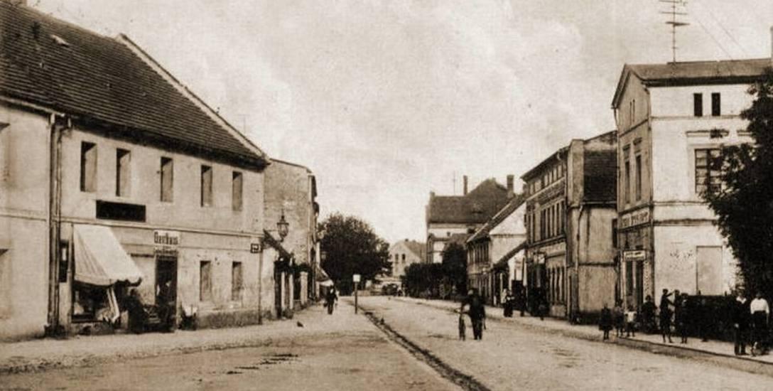 Tak wyglądała ulica Strzelecka w Gogolinie w okresie międzywojennym. Część z widocznych kamienic już nie istnieje