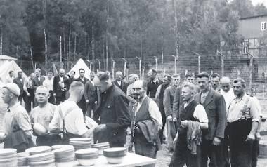 Więźniów obozu Stutthof kierowano do pracy w gospodarstwach rolnych już na początku wojny. W tym okresie liczną grupę stanowili wśród nich Polacy z Wolnego