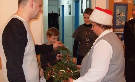 Każdy gosć dostawał upominek w postaci własnorecznie robionego świątecznego stroiku