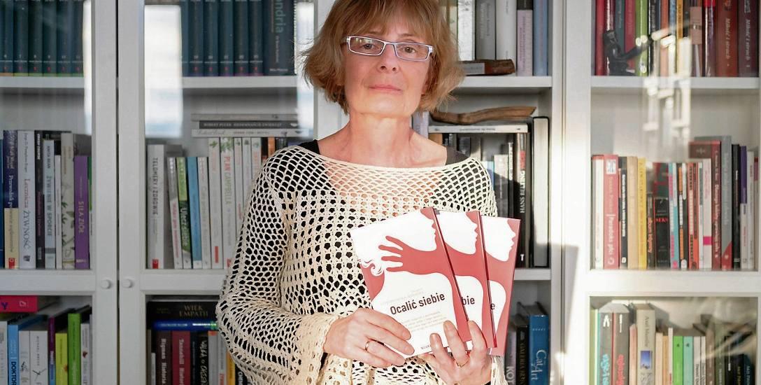 """Można wyjść z piekła i żyć. Rozmowa z Hanną Goworowską-Adamską o jej książce """"Ocalić siebie""""."""