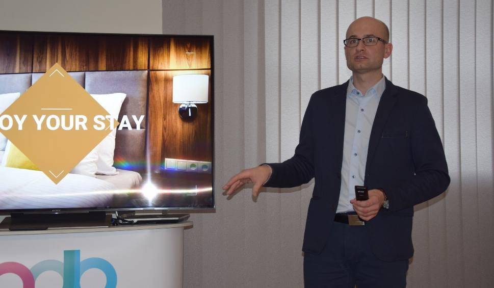 Film do artykułu: ZIELONA GÓRA: Pierwszy taki system hotelowy w Europie  działa u nas. Stworzyła go nasza firma - ADB [ZDJĘCIA]