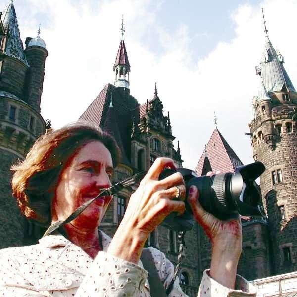 Przez kilka dni pobytu w Mosznej Julie Martini  wykonała setki zdjęć. Może będzie kolejna wystawa?