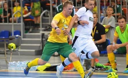 Andrzej Szłapa (biały strój) dobrze pamięta udział Rekordu w UEFA Futsal Cup w 2014 r.