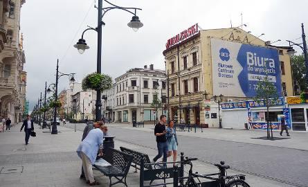 Właściciel kamienicy przy ul. Piotrkowskiej 146 otrzymał nakaz usunięcia z niej reklam wielkoformatowych już w ubiegłym roku