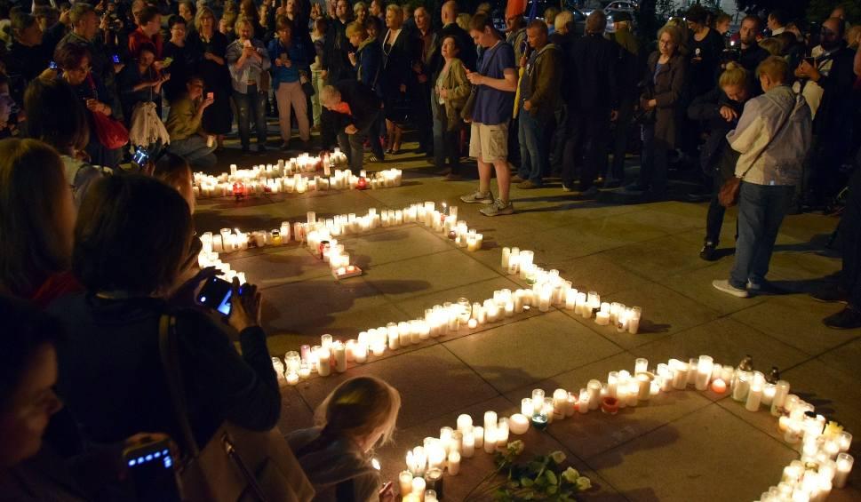 """Film do artykułu: Kolejny """"Łańcuch światła"""" w Lublinie. Protestowało około tysiąca osób [ZDJĘCIA]"""