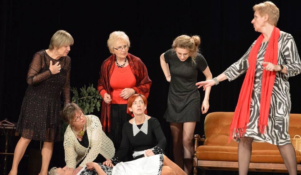 """Film do artykułu: Ostrowczanki wystąpią w sztuce """"Osiem kobiet"""".  Zobacz zdjęcia z prób do spektaklu"""
