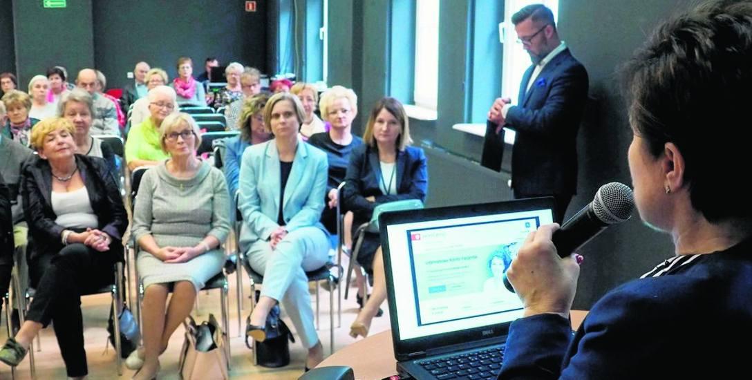 Na Dzień Seniora do CK105 w Koszalinie przyszli emeryci, rencisci, członkowie ich rodzin, opiekunowie, a także słuchacze uniwersytetów trzeciego wwe