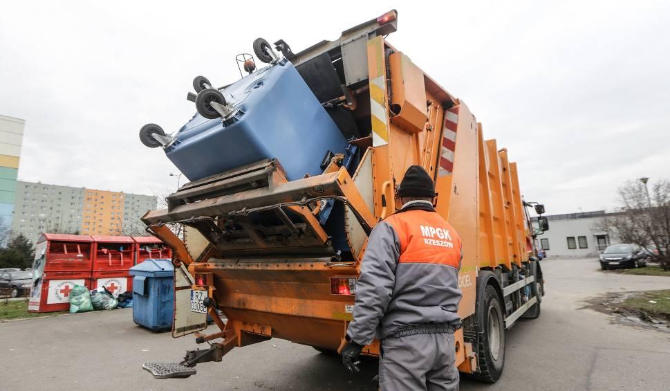 Film do artykułu: Gorąco na sesji w Rzeszowie. Poszło o koszty wywozu śmieci. Radny Dec do PiS: Powinniście siedzeć cicho