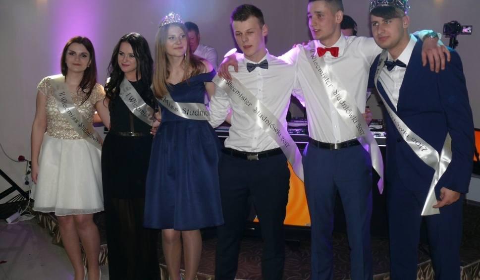 Film do artykułu: Studniówka 2017 Zespołu Szkół Ponadgimnazjalnych numer 1 w Jędrzejowie. Zobacz zdjęcia