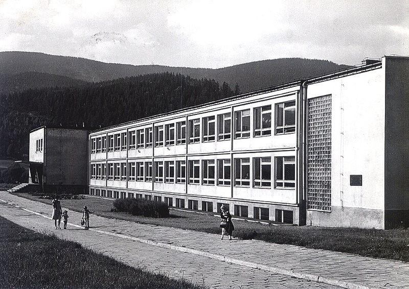 Szkoła Tysiąclecia w Węgierskiej Górce
