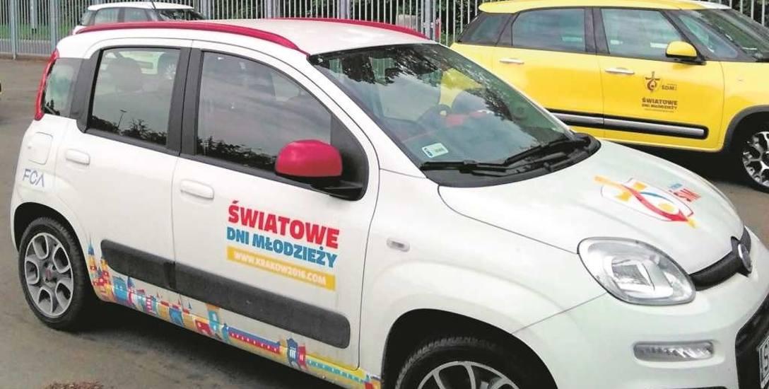 Miasto szuka miejsc postojowych dla pielgrzymów, a przy stadionie Wisły zaparkowały już auta z logo ŚDM