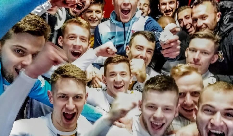 Film do artykułu: 3 liga. Radość ŁKS Probudex Łagów po wygraniu derbów z Koroną II Kielce [WIDEO, ZDJĘCIA]