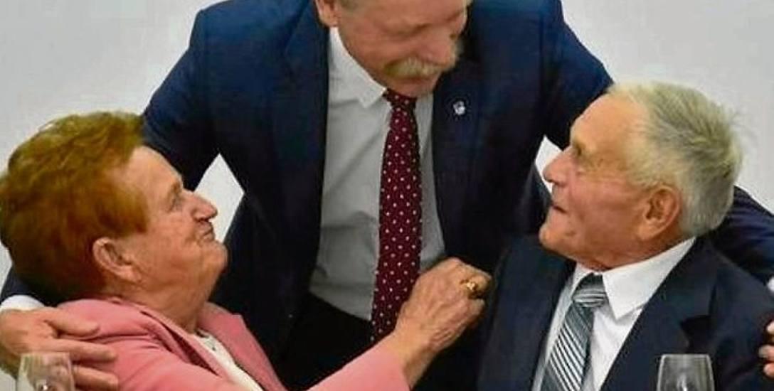 Jak wytrwać w miłości długie lata? Receptę znają Zofia i_Stanisław Białek z gminy Masłów w powiecie kieleckim. Szczęśliwa para jest małżeństwem od 60