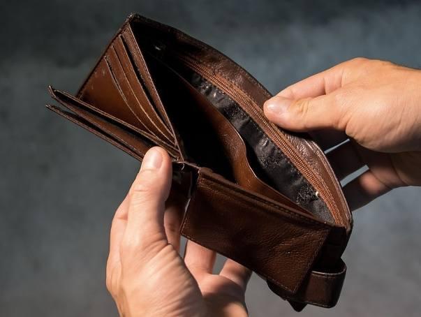 W wielu branżach płaca nie przekracza minimalnej pensji. Na następnych slajdach, zobacz, gdzie zarabia się najmniej...
