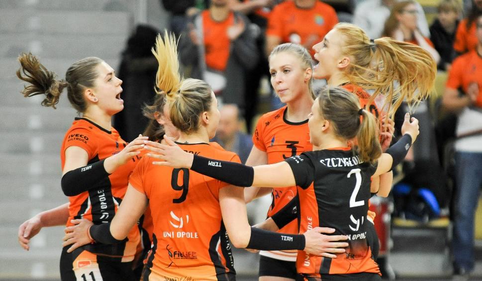 Film do artykułu: 1 liga siatkówki kobiet. Uni Opole w wielkim stylu wróciło na zwycięskie tory!