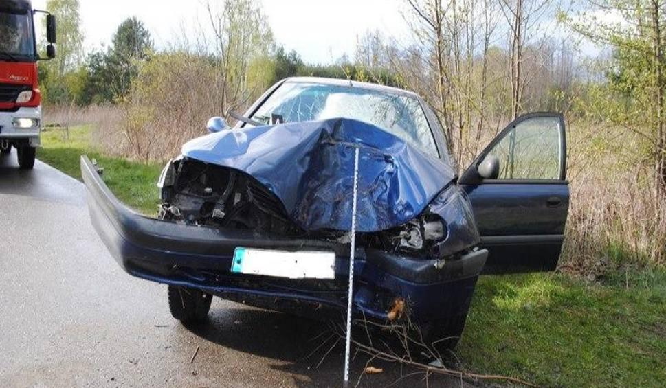 Film do artykułu: Wypadek w Wólce Tanewskiej. Pijana roztrzaskała auto na drzewie. Jej dzieci ranne!